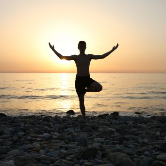 Juli en augustus: Yoga op het strand!